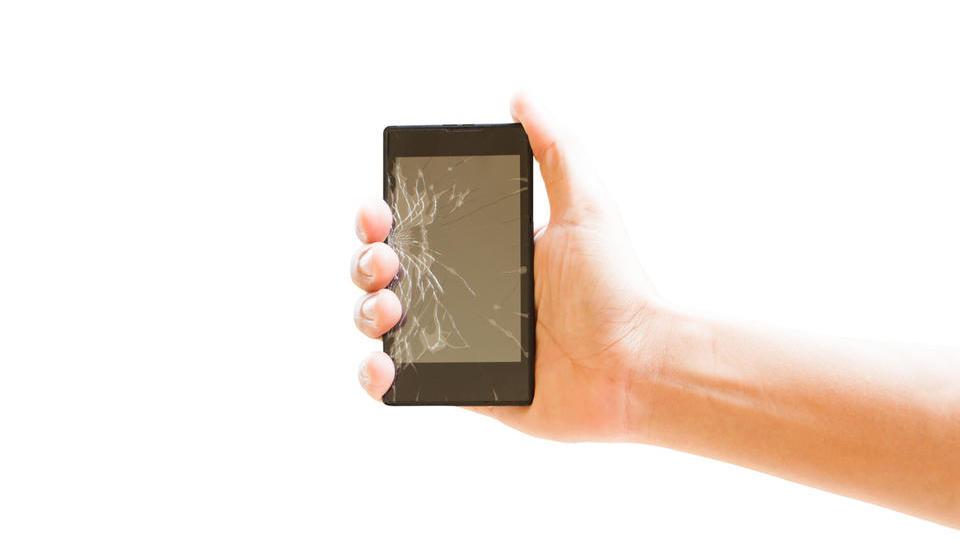 Dilema: naj zamenjam počen zaslon ali kupim kar nov telefon?