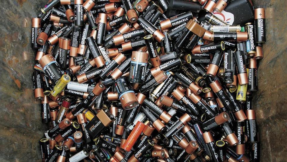 Odpadne baterije: zakaj so nevarne in kako ravnati z njimi