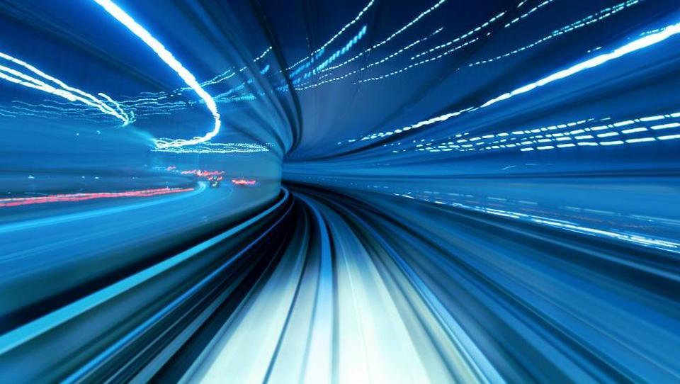 Hitri in nori: Skozi predore tudi več kot 200 kilometrov na uro