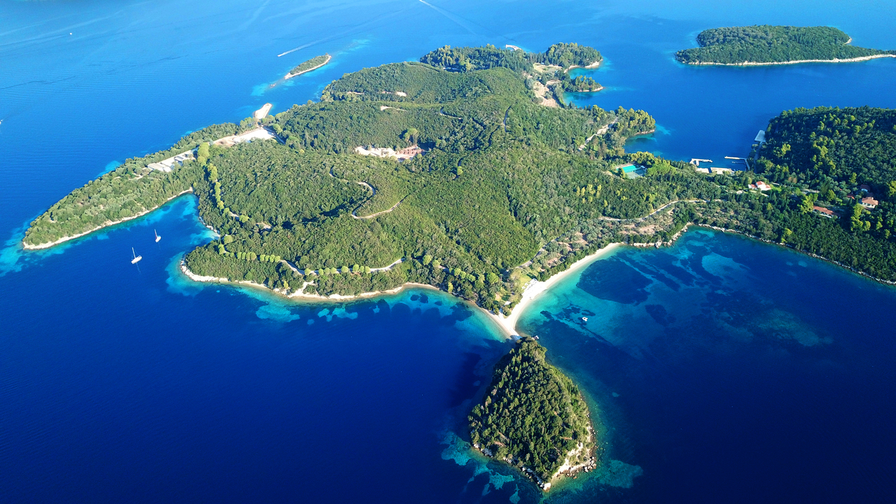 Razkrivanje skrivnosti nekdaj Onassisovega otoka