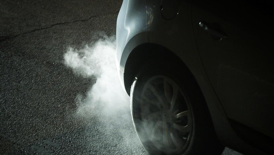 Kako bi avtomobilsko industrijo pritegnili k reševanju težav z izpusti