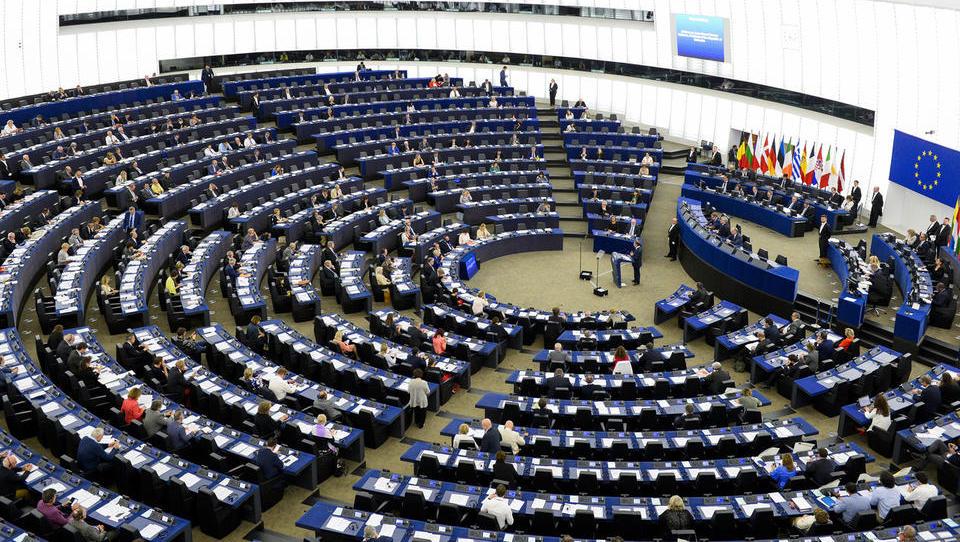 Septembra v evropskem parlamentu: nagovor Junckerja, razprava o avtorskem pravu in Madžarski