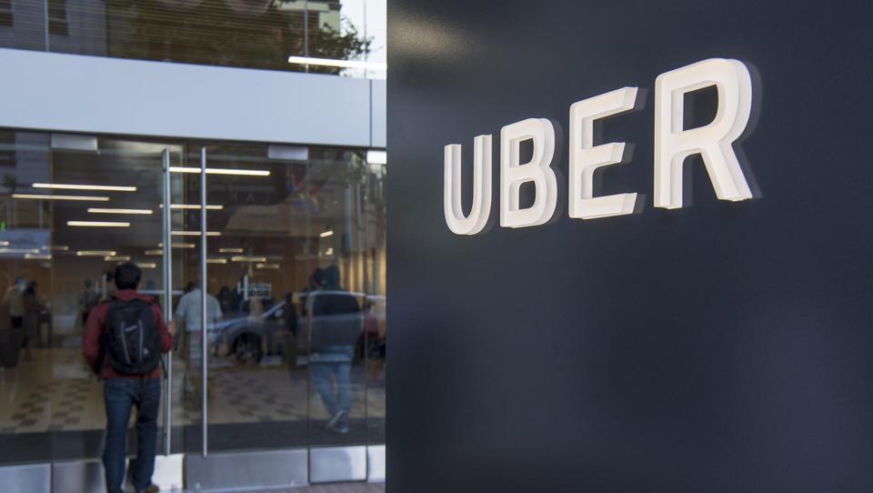 Uber se vrača v Barcelono z licencirano storitvijo