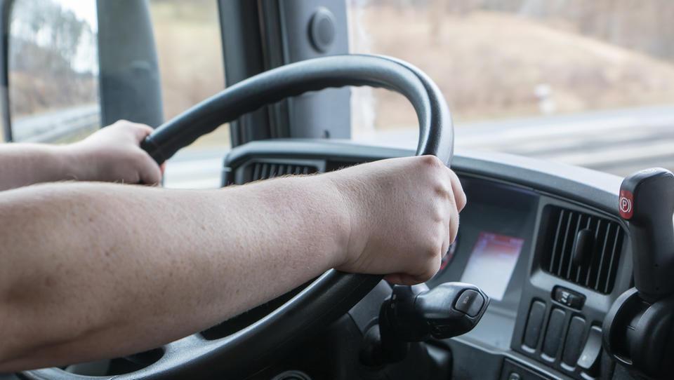 EU gre nad tovornjake: do leta 2030 naj bodo za 30 odstotkov...