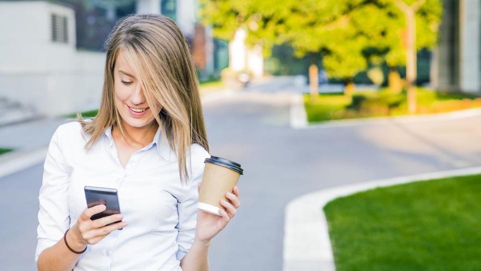 8 predlogov, kako s telefonom pametno upravljati svoj denar