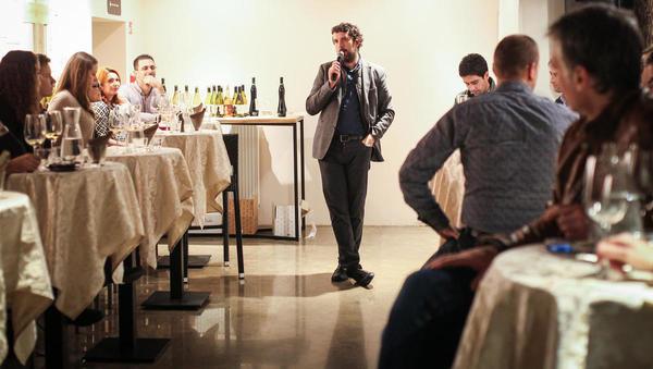 V Sobi 102 je svoja vina predstavil Matija Geržina iz vinske kleti Lepa Vida